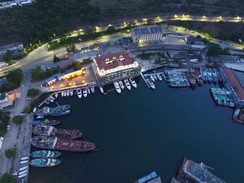 Яхт-клуб и яхтенная стоянка в Севастополе